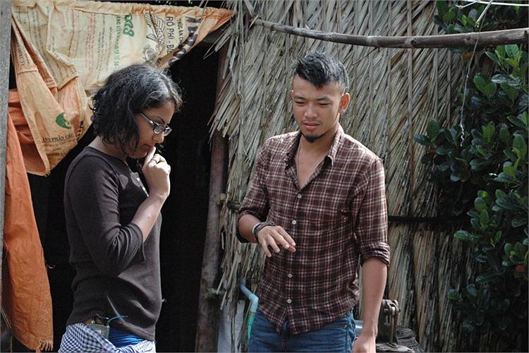 Trong chương trình Bạn đường Hợp ý trên HTV7 vừa qua, MC Hoàng Phi và cô bạn Aditi đã vượt qua một thử thách nhớ đời là tắm cho những chú trăn.