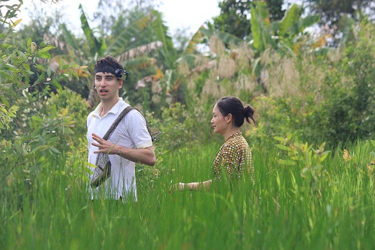 Lan Phương và chàng phóng viên người Mỹ William cũng có hành trình thú vị nơi miền tây sông nước.