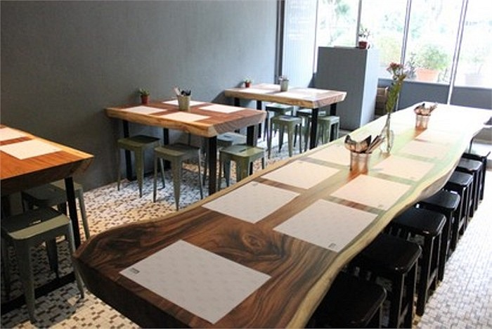 Ông chủ Shoebox Canteen cho rằng: Khi khách đến ăn buổi trưa nhìn thấy quầy bar sẽ muốn đến uống rượu vào buổi tối
