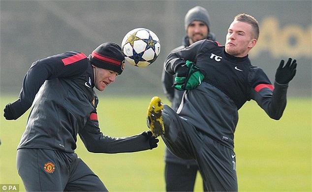 Cleverley và Rooney đều ham bóng