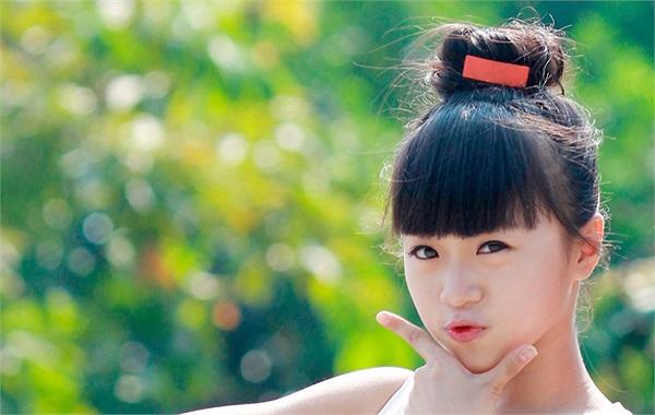 Phạm Phương Anh là tên đầy đủ của cô bạn có biệt danh cực lạ Ruốc (vì tóc xoăn) của lớp 9A2 trường THCS Ngô Gia Tự, Hà Nội.