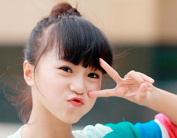 Sở hữu gương mặt baby, dễ thương, Phương Anh được khá nhiều trang báo tuổi teens, shop thời trang mời làm người mẫu ảnh.