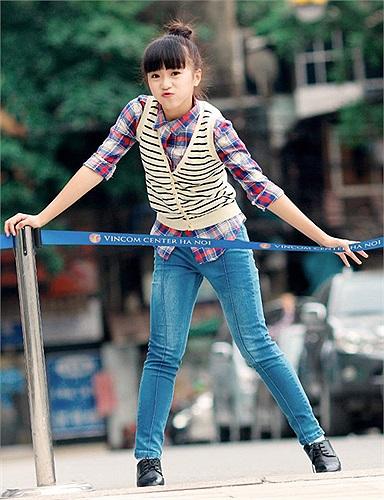 Hiện Phương Anh là Vận động viên Dancesport đội tuyển Hà Nội và là thành viên của nhóm nhảy Happy Sky và tham gia biểu diễn tại nhiều sự kiện của thành phố.