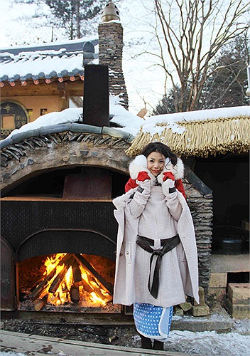 Trà Ngọc Hằng co ro trong giá lạnh xứ Kim Chi.