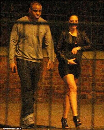 Tulisa bị bắt gặp cặp kè cùng rapper Mike GLC