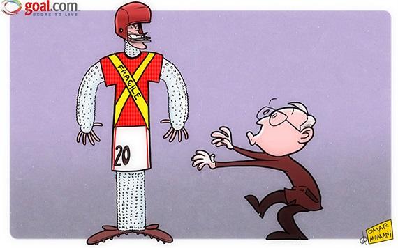 Biếm họa, Alex Ferguson 'bọc bông' quanh người Van Persie nhằm tránh chấn thương cho cậu học trò cưng