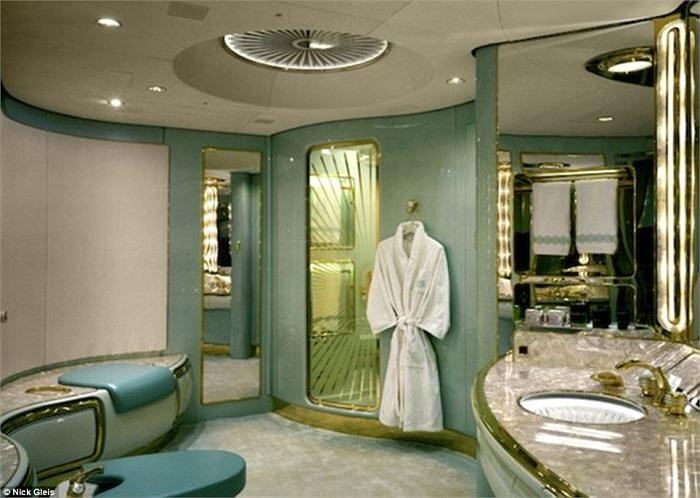 Thậm chí cả phòng tắm ấn tượng với phong cách thiết kế rộng rãi và sự sạch sẽ