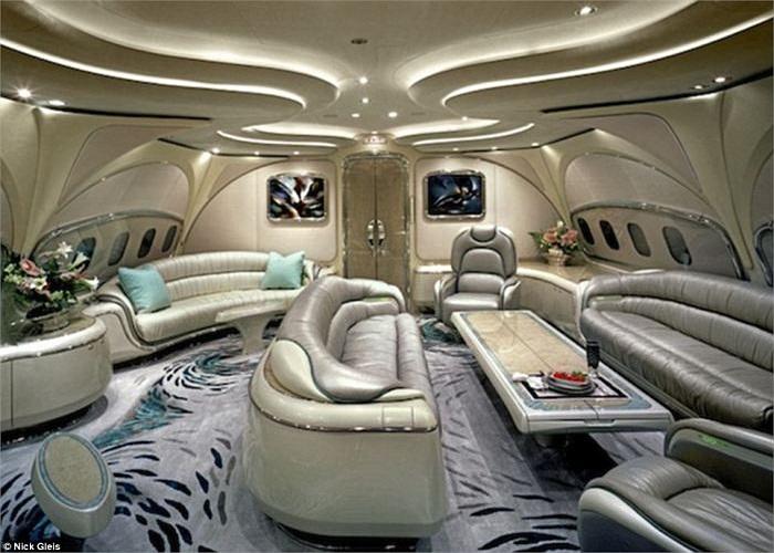 Các đường trang trí uốn lượn giúp bạn có cảm giác không phải đang ngồi trên máy bay