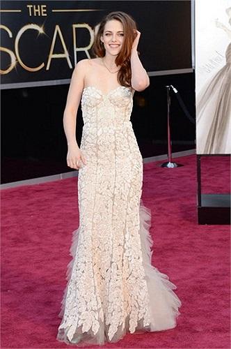 Kristen Stewart vẫn rất tươi tắn và rạng ngời.