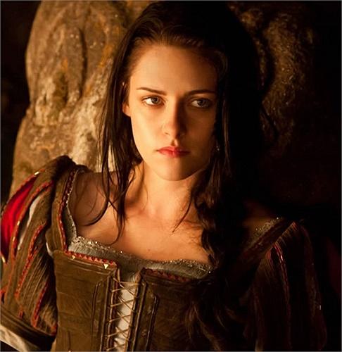 Cô được bình chọn là Nữ diễn viên chính tệ nhất với vai diễn trong Hừng Đông 2 và Bạch Tuyết và gã thợ săn.