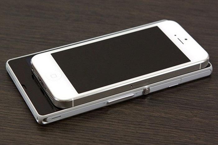 Độ sang trọng, chắc chắn và sự thanh thoát là điều không thể bàn cãi của iPhone 5. Trong khi đó, Xperia Z nổi lên như là một trong những smartphone bom tấn của năm 2013 (Theo Đức Nam/Infonet)