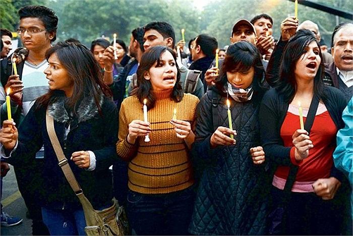 Người dân New Delhi yêu cầu tử hình những kẻ hiếp dâm cô gái
