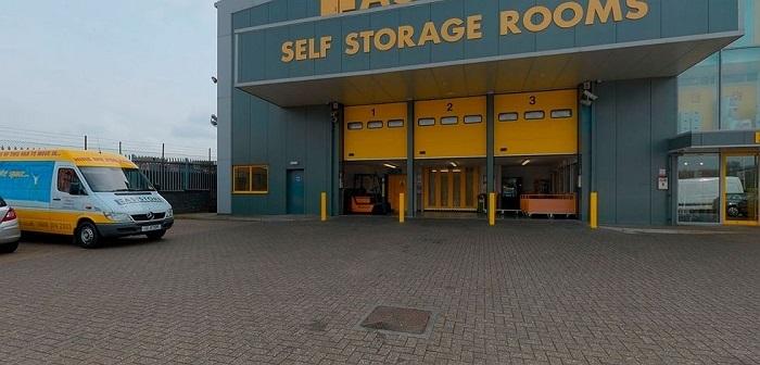 Một cơ sở khá rộng để cho thuê các vị trí gửi đồ. Tại Mỹ, có những cơ sở rộng tới 4.000 m2