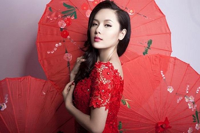 Phương Linh xinh đẹp và quyến rũ.
