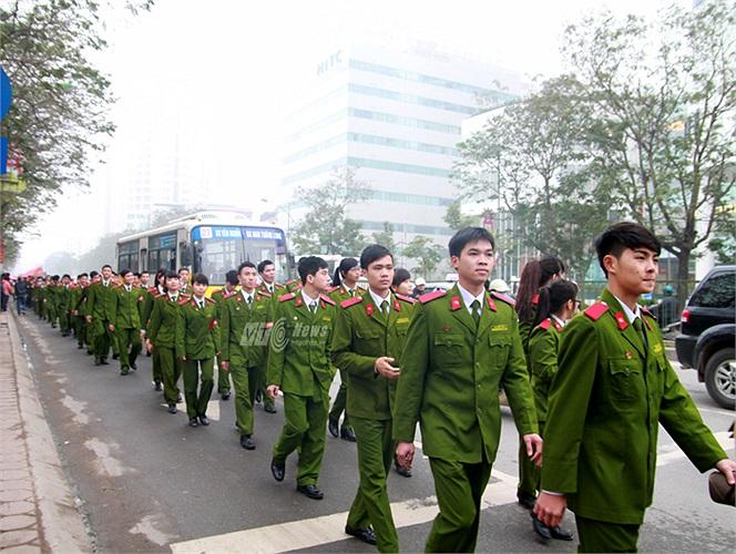 Trong buổi sáng ngày 20/1, hàng trăm học viên Học viện Cảnh sát nhân dân cùng tham gia diễu hành cổ động hiến máu cho Ngày Chủ nhật Đỏ