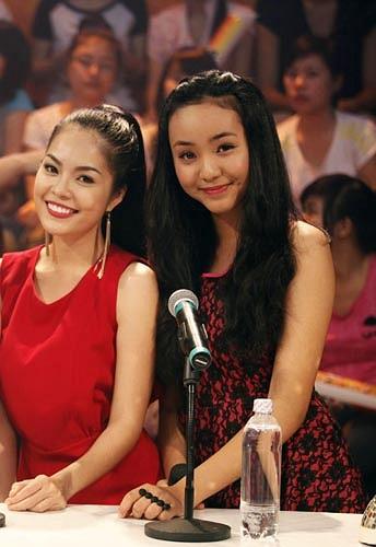 Ngoài trổ tài khả năng ca hát, mẫu teen Bảo Trân có dịp đọ sắc cùng đàn chị Dương Cẩm Linh