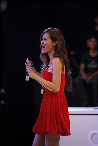 Là một cặp đôi đẹp của showbiz, Đông Nhi và Ông Cao Thắng luôn xuất hiện cùng nhau trong các sự kiện và các MV.