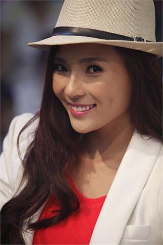 Cô không ngần ngại chọn trang phục 'ton sur ton' để kỷ niệm chuyện tình…trên màn ảnh của mình cùng diễn viên Lương Thế Thành.