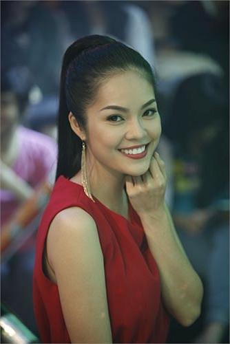 Trong năm qua, Dương Cẩm Lynh đã tham gia đóng 2 bộ phim điện ảnh (Gia sư nữ quái và Thạch Sanh) và 3 phim truyền hình (Lòng dạ đàn bà, Nghịch lý và Gió về cù lao)