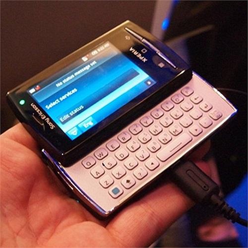 Sony Xperia X10 Mini Pro:Tại MWC 2010, Sony quyết định thu nhỏ phiên bản Xperia X10 của họ thành Xperia X10 Mini Pro (trong hình) và Xperia X10 Mini (không có bàn phím vật lý). Sản phẩm tạo ra sự mới lạ trong số các điện thoại khác trên thị trường.