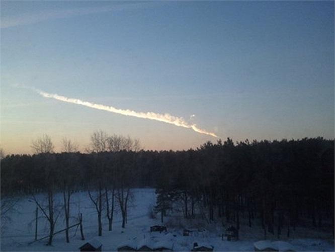 Bộ Tình trạng Khẩn cấp Nga cho hay có các mảnh vỡ thiên thạch đã rơi xuống một số khu vực dân cư thưa thớt ở Chelyabinsk sáng thứ Sáu (15/2)
