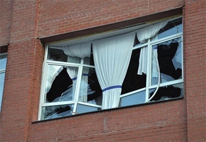 Ở Chelyabinsk và một số thành phố khác, nhiều cửa sổ trong các căn nhà bị vỡ kính.