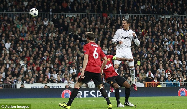 Ronaldo đánh đầu ghi bàn thắng gỡ hòa cho Real Madrid