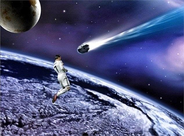 Ronaldo đánh đầu tan thiên thạch?
