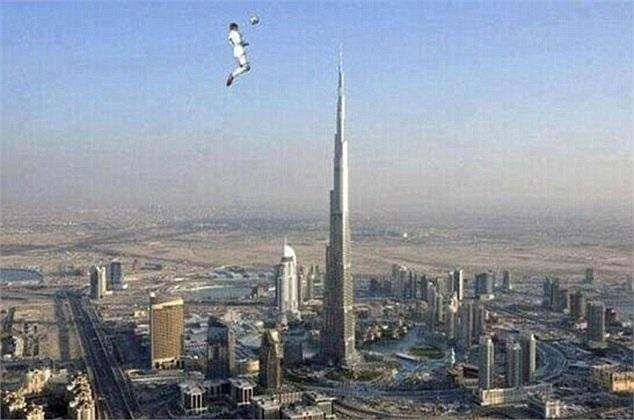 Ronaldo nhảy cao bằng tòa nhà cao nhất thế giới?
