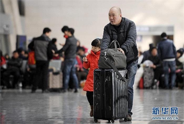 Hàng trăm triệu hành khách bắt đầu trở lại công việc thường ngày từ mùng 5 Tết