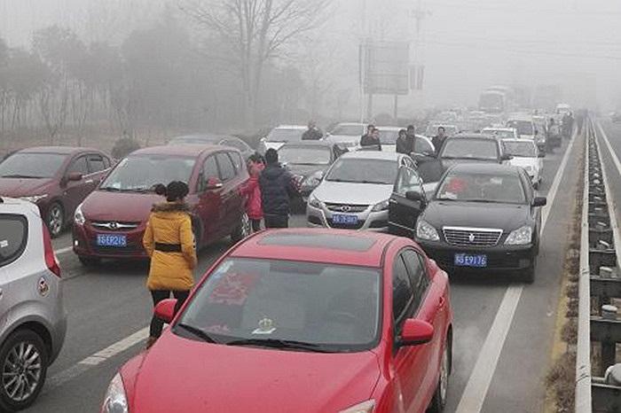 Mùng 5 và mùng 6 là 2 ngày cao điểm đón tỉ lượt người trở lại công việc thường ngày khiến tình trạng giao thông tắc nghẽn