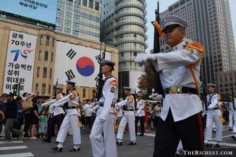 Hàn Quốc. 62,3 tỷ USD là ngân sách quốc phòng của Hàn Quốc. Rõ ràng, với việc luôn phải đề phòng với người láng giềng Triều Tiên, Hàn Quốc không thể không chi đậm cho quân sự