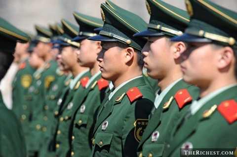 Trung Quốc. Trải qua nhiều năm phát triển, Trung Quốc đang được đánh giá là một trong các cường quốc quân sự hàng đầu thế giới. Họ có tới 2.333.000 quân lính sẵn sàng phục vụ, hơn 9.000 xe tăng, 2.860 máy bay chiến đấu và có tới 67 tàu ngầm