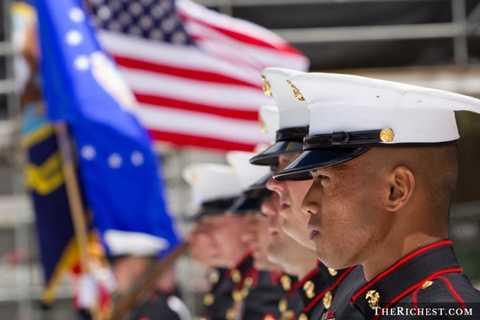 Hoa Kỳ. Hoa Kỳ vẫn đang là quốc gia mạnh nhất trong lĩnh vực quân sự. Họ chi ra khoảng hơn 600 tỷ USD cho ngân sách quốc phòng mỗi năm cho phép họ sở hữu 8.848 xe tăng chiến đấu, 13.892 máy bay và 72 tàu ngầm