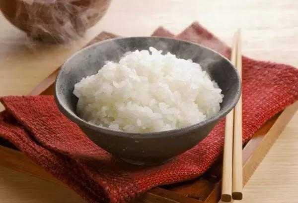 Cơm là một trong những thực phẩm không nên nấu lại (ảnh minh họa)