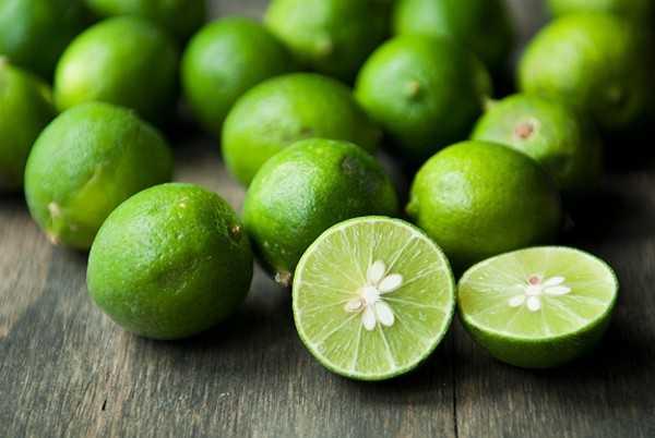 Chanh chứa nhiều vitamin C, tốt cho làn da