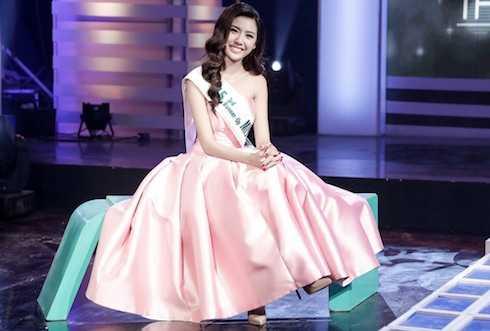 Thuý Vân xinh đẹp trên sóng truyền hình.
