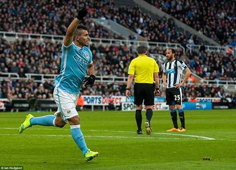 Aguero là cầu thủ thứ 25 chạm mốc 100 bàn tại Premier League