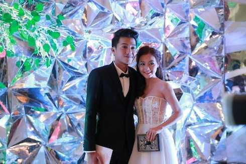 Cặp đôi Linh Phi – Quang Tuấn tham dự triển lãm cưới sau khi kết hôn