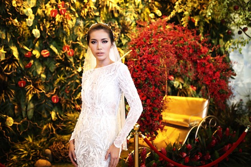 Angelina Jolie Việt Nam Minh Tú khoe hình thể sexy trong thiết kế đắt giá của Chung Thanh Phong.