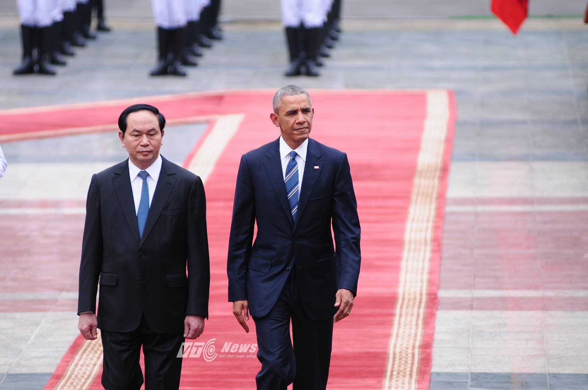 Sau lễ đón chính thức, Chủ tịch nước Trần Đại Quang đã có cuộc hội đàm với Tổng thống Mỹ Barack Obama tại Phủ Chủ tịch.