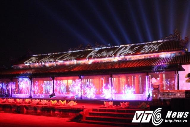 Sân trước Điện Thái Hòa được chọn là nơi khai mạc Đêm hoàng cung với nhiều chương trình nghệ thuật cung đình đặc sắc.
