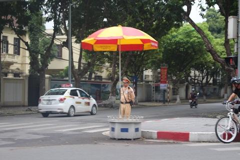 Cảnh sát giao thông làm nhiệm vụ.