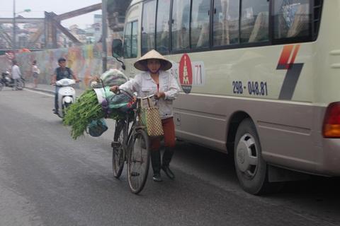 Những chuyến hàng rong xuôi ngược trên phố trong ngày quốc tế lao động.