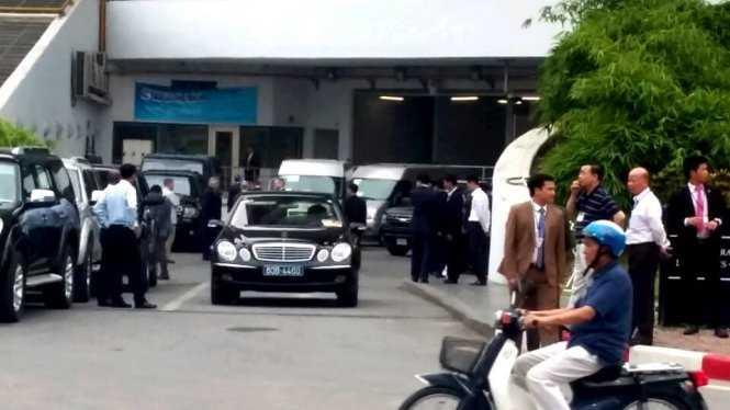 Đoàn Tổng thống Obama chuẩn bị công tác cuối cùng để rời khách sạn tới Phủ Chủ tịch - Ảnh: Quang Thế/ Tuổi trẻ
