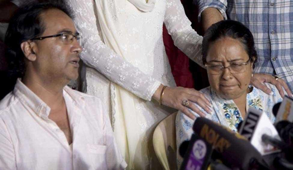 Ông bà Banerjee một mực cho rằng cái chết của con gái là kết quả của âm mưu giết người