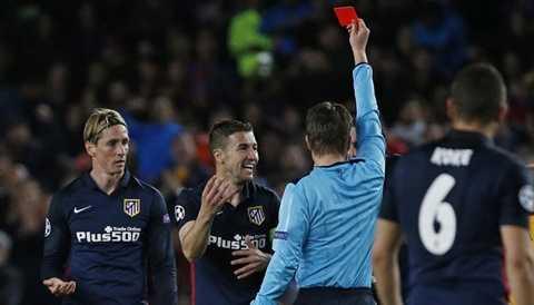 Atletico Madrid thủng lưới 2 bàn sau khi Torres bị đuổi khỏi sân