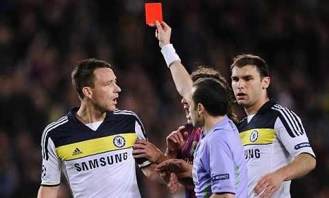 John Terry dính thẻ đỏ, nhưng Chelsea vẫn vượt qua Barca để giành vé vào Chung kết