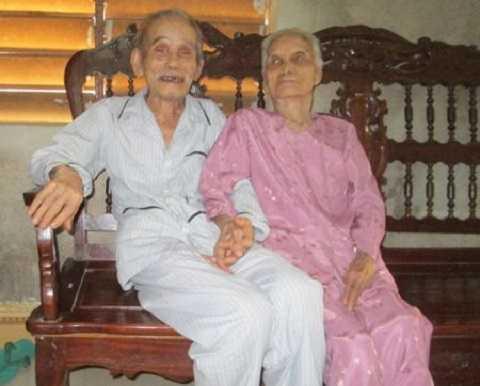 Hình ảnh cặp vợ chồng lớn tuổi nhất thế giới.