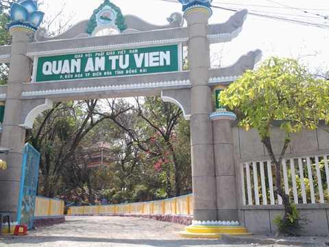 Quan Âm tu viện tọa lạc ở đường Nguyễn Ái Quốc, khu phố 3, phường Bửu Hòa, TP Biên Hòa (tỉnh Đồng Nai)